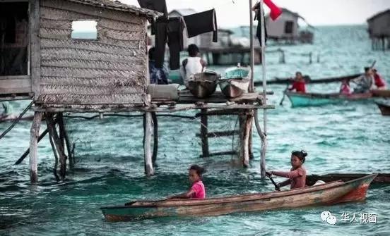 这是一个没有国籍的海上民族,渔民为了谋生从小就要自毁耳膜